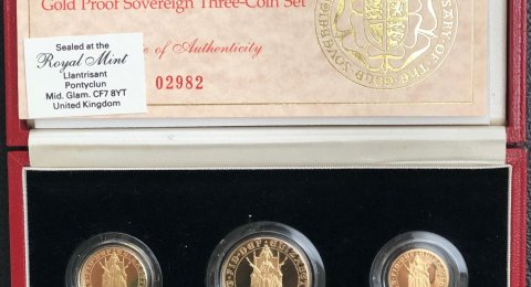 1989 Elizabeth II Tudor Rose proof gold sovereign 3 coin set